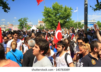ISTANBUL - JUN 1: Violence sparked by plans to build on the Gezi Park have broadened into nationwide anti government unrest on June 1, 2013 in Istanbul, Turkey. Kadikoy Square