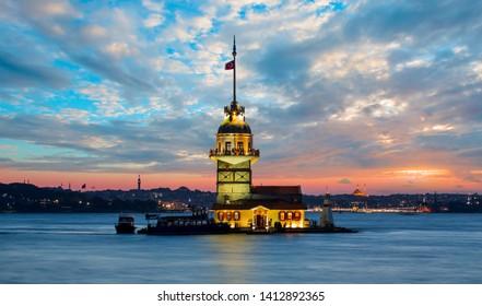 Istanbul Maiden Tower at sunset (kiz kulesi) - Istanbul, Turkey