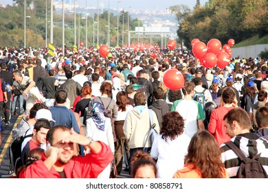 ISTANBUL - OCTOBER 17: Unidentified participants run over streets during the 32nd Intercontinental Eurasia Marathon run on October 17, 2010 in Istanbul, Turkey.