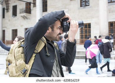ISTANBUL, TURKEY - 7 APRIL , 2017: Tourists are photographed and make a blue mosque in the city of Istanbul