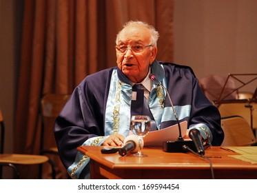 ISTANBUL, TURKEY - DECEMBER 10: Turkish legendary author Yasar Kemal on December 10, 2011 in Istanbul, Turkey. He is one of Turkey's leading writers.