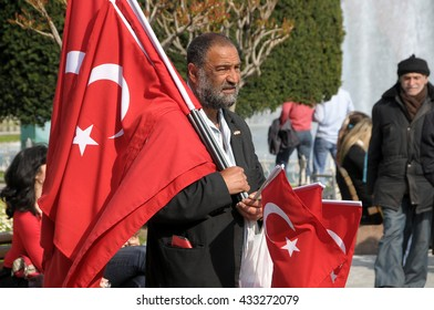 ISTANBUL, TURKEY - MAY 04, 2009: Seller of flags in the streets of Istanbul