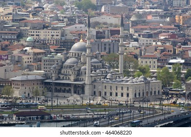ISTANBUL, TURKEY - MAY 04, 2009: Galata Bridge and Yeni Camii mosque on the banks of the Bosphorus river