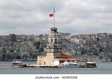 ISTANBUL, TURKEY - MAY 05, 2009: Boats and Leandro tower in the Bosphorus river