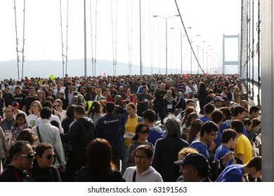 ISTANBUL, TURKEY - OCTOBER 17 : Runners pass Asia to Europe in 32nd Intercontinental Istanbul Eurasia Marathon on October 17, 2010 in Istanbul, Turkey.