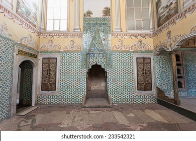 ISTANBUL, TURKEY - SEPTEMBER 06, 2014: Beautiful decoration inside Topkapi palace on September 06, 2014 in Istanbul, Turkey.