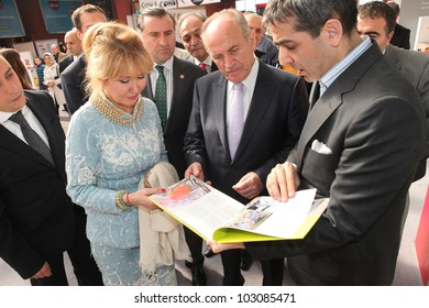 ISTANBUL, TURKEY-MAY 19: Istanbul Mayor Kadir Topba? visits EVTEKS Istanbul Home Textiles Exhibition on May 19, 2012 in Istanbul, Turkey.