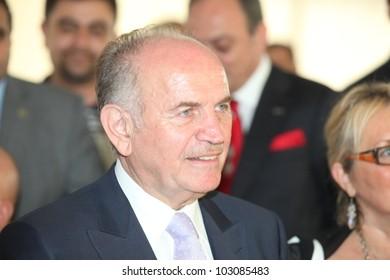 ISTANBUL, TURKEY-MAY 19: ?stanbul Mayor Kadir Topba? visits EVTEKS Istanbul Home Textiles Exhibition on May 19, 2012 in Istanbul, Turkey.