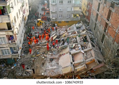 istanbul/turkey - February 21 2007 : Rescue operations in old buildings collapsing after small earthquakes in Istanbul.