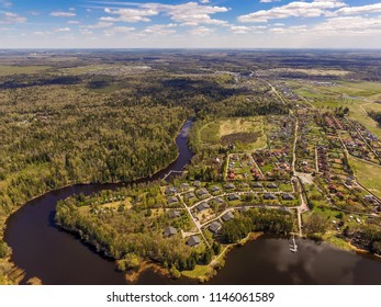 The Istra Reservoir is located in the northwest of the Moscow Region, on the Istra River. Istra is a left tributary of the Moskva River. View above.