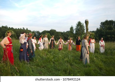 Istra.Russia.2010.06.26.pagan holidays of the Slavs .Women in folk costumes lead round dance around Kostroma, the symbol of a man and masculinity. solar solstice. summer solstice. Best of Ivan Kupala