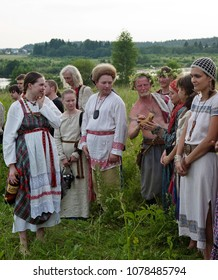 Istra.Russia.2010.06.26.Summer solstice. holidays of the Slavs. pagan religion.The cup of the mead is set in a circle embodying the Rod Slavs. People in folk costumes take part in the performance