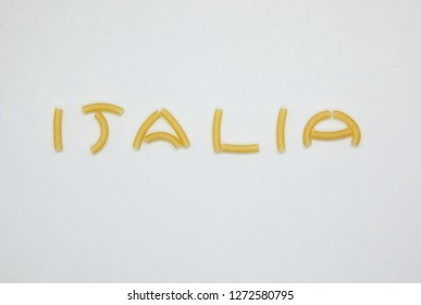 Italia writing with short italian pasta