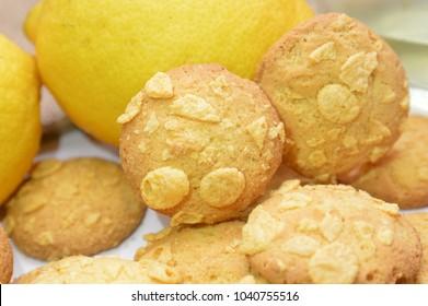 italian cookies with liquor limoncello