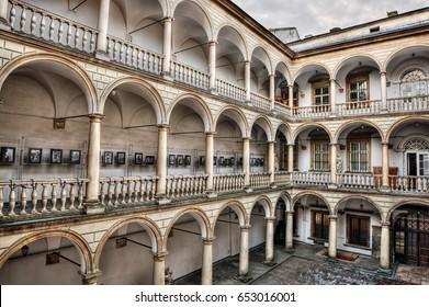 Italian Courtyard in Lviv (Ukraine), HDR-technique