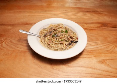 Italian cuisine known as linguine with white clam sauce
