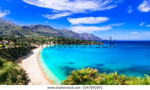 Italienische Feiertage .Die besten Strände der Insel Sizilien - Scopello