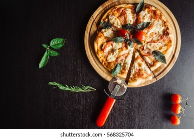 Italian pizza with chicken on the Board