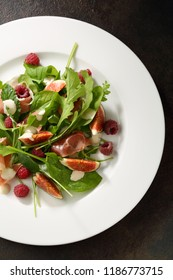 Italian salad with figs and hamon