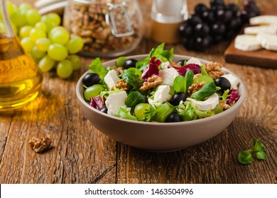 Italian spring salad with goat cheese, grapes and walnuts. Served with croutons.