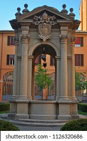 Italy, Bologna, antique well in Accursio palace.