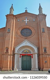 Italy, Bologna, Saint Martino Maggiore basilica front door in Oberdan street.