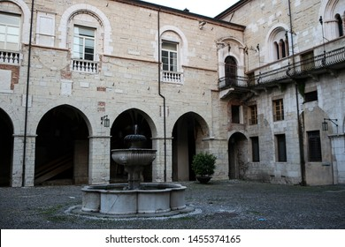 ITALY, BRESCIA: The Broletto or Broletto Palace of Brescia (Palazzo Broletto di Brescia), the large southern courtyard, with a fountain in the center. Del Duomo Square (Piazza del Duomo)