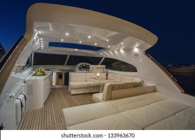 Italie, Circeo (Rome), mer Tyrrhénienne, yacht de luxe Rizzardi 63HT, cockpit