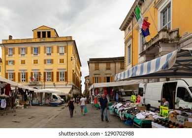 Italy, Liguria, La Spezia, Sarzana, Via Bertoloni 9. 14h of June 2018. View on parts of the Piazza Giacomo Matteotti during market time. The building to the right side is the Palazzo Roderio.