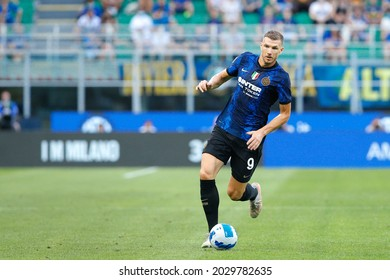 Italy, Milan, aug 21 2021: Edin Dzeko (Inter striker) runs up the field in the first half during football match FC INTER vs GENOA, Serie A 2021-2022 day1, San Siro stadium