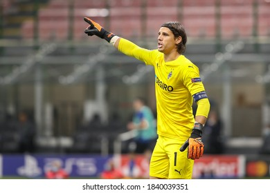 Italy, Milan, october 21 2020: Yann Sommer (Borussia M.) gives advices in the second half during football match FC INTER vs BORUSSIA M'GLADBACH, Champions League 2020/2021 day1, San Siro stadium