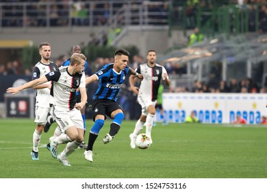 Italy, Milan, october 6 2019: Lautaro Martinez, fc Inter striker, dribbles in frontcourt in the first half during football match FC INTER vs JUVENTUS , Serie A 2019/2020 day7, San Siro stadium stadium