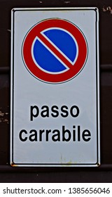 Italy: Road signal (No parking, Tow away zone).