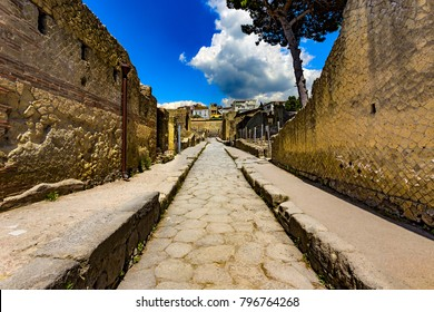 Italy. Ruins of Herculaneum (UNESCO World Heritage Site) - Cardo V Inferior (lower Cardo street)
