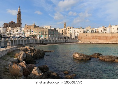 Italy, SE Italy,  province of Bari, region of Apulia, Monopoli. City scape, harbor, walled city, Cathedral.