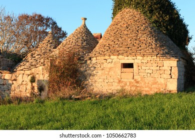 Italy, SE Italy, Region of Apulia, Province of Bari, Itria Valley,  Alberobello. A trullo house is a Apulian dry stone hut with a conical roof. UNESCO Heritage site.
