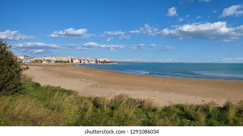 Italy, Sicily, Mediterranean sea, view of the southern coastline of the island and Pozzallo town (Ragusa Province)