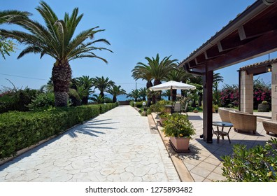 Italy, Sicily, Sampieri (Ragusa Province), countryside, stone house garden