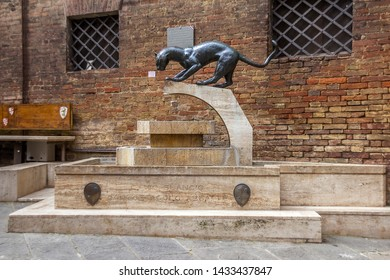 Imágenes, fotos de stock y vectores sobre Toscana District ... on siena districts, siena in tuscany, siena italy, siena neighborhoods, siena contrade, siena city, siena horse race, siena palio flag elephant,