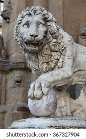 Italy, Toscana, Florence. Piazza Della Signoria, Palazzo Vecchio. Lion sculpture