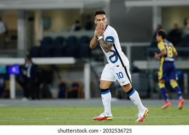 Italy, Verona, aug 27 2021: Lautaro Martinez (Inter striker) upset for missing a good play in the second half during football match HELLAS VERONA vs FC INTER, Serie A 2021-2022 day2, Bentegodi stadium