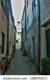 Italy-A view of the narrow aisle in the town Rio Nell´elba on the island of Elba