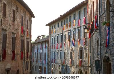 Italy,Umbria,Gubbio,foreshortening of Dei Consoli street