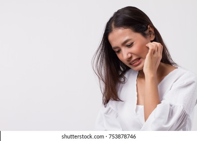 itching woman scratching her skin