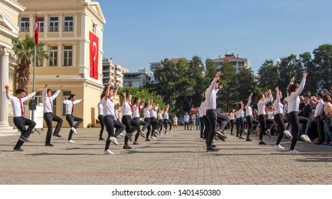 Izmir Ataturk High School zeybek show. Due to the 19 May Youth Day ceremonies, young people exhibited the folk dances that Atatürk loved. İzmir Atatürk High School, Alsancak, İzmir. May 19, 2019