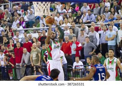 IZMIR MARCH 06: Pinar Karsiyaka's BRACEY WRIGHT shoots to the basket in Turkish Basketball League game between Pinar Karsiyaka 77-89 Anadolu Efes on March 06, 2016 in Izmir, Turkey
