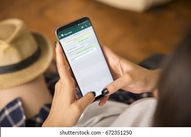Imágenes, fotos de stock y vectores sobre Movil Whatsapp