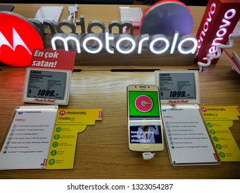 IZMIR ,TURKEY - SEPTEMBER 27, 2017: Smartphone Motorola Moto G5 Gold on market stand display.