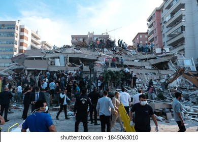 IZMIR/TURKEY 30.10.2020  Buildings were damaged in the earthquake that occurred in Izmir on October 30. Houses were destroyed. Search and rescue teams mobilized for help.