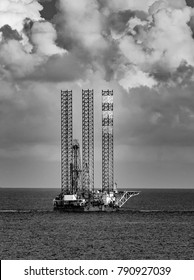 Jack up drilling rig in Black and White